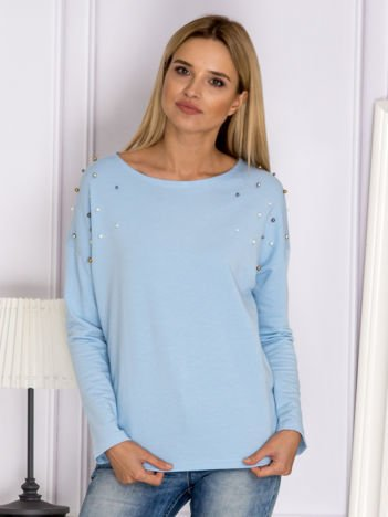 Niebieska bluzka z kolorowymi perełkami
