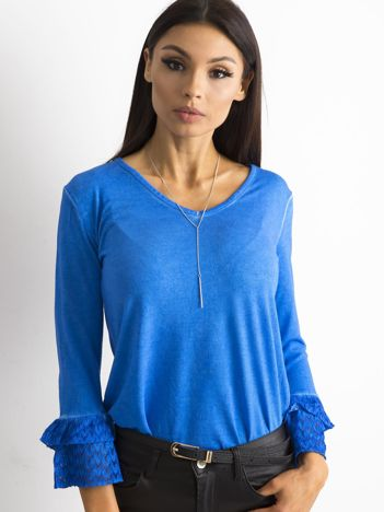 Niebieska bluzka z koronkowymi rękawami