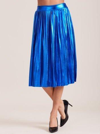 Niebieska błyszcząca plisowana spódnica