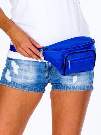 Niebieska damska saszetka nerka z kieszonkami