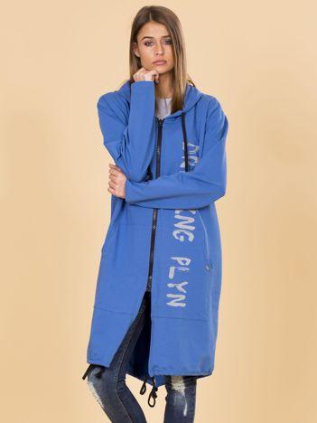 Niebieska długa bluza z kapturem