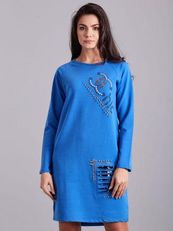 Niebieska dresowa sukienka ze zdobieniami