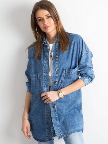 Niebieska jeansowa koszula z kieszeniami