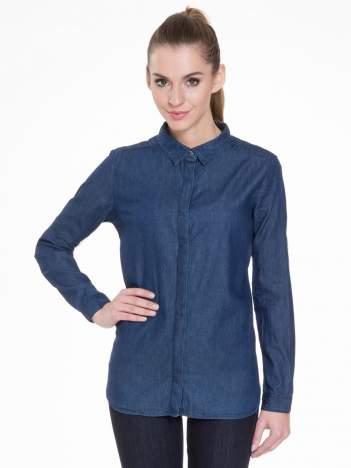 Niebieska koszula jeansowa z kołnierzykiem i krytą listwą