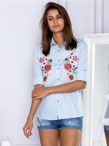 Niebieska koszula z kwiatowym haftem