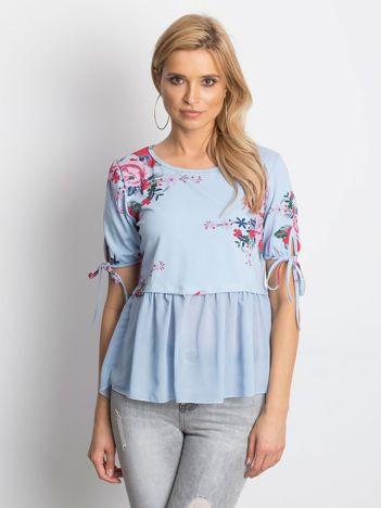 Niebieska kwiatowa bluzka z szyfonowym dołem