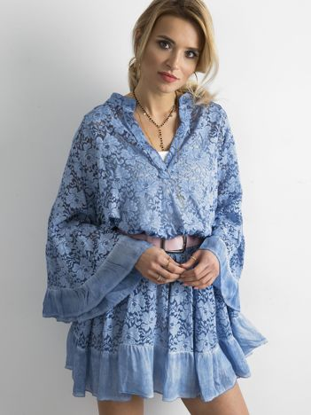 Niebieska luźna sukienka z koronki