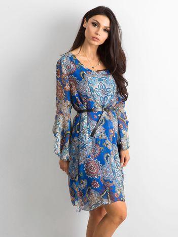 Niebieska luźna sukienka z nadrukiem