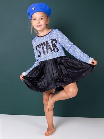 Niebieska sukienka dla dziewczynki z napisem