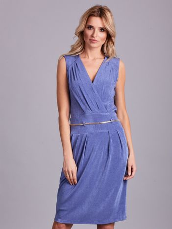 Niebieska sukienka z dekoltem na plecach