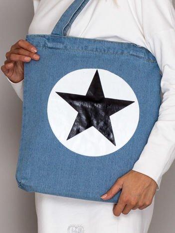 Niebieska torba jeansowa z gwiazdą