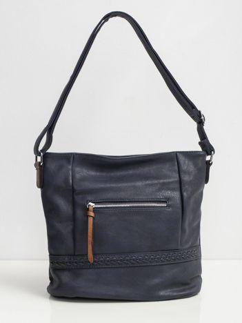 Niebieska torba z plecioną wstawką