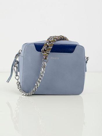 Niebieska torebka z ekoskóry z ozdobnym uchwytem