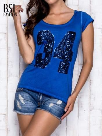 Niebieski dekatyzowany t-shirt z cekinową liczbą 34