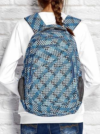 Niebieski plecak szkolny z motywem geometrycznym