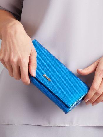 Niebieski portfel skórzany lakierowany