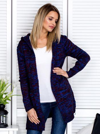 Niebieski sweter damski z kapturem