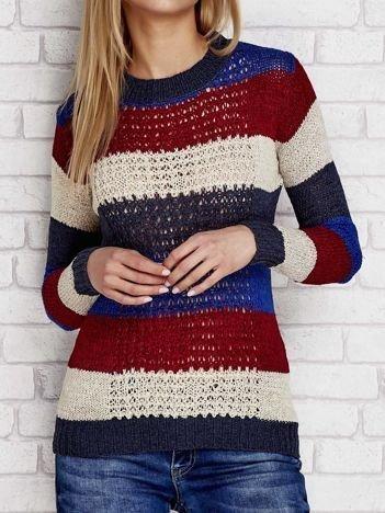 Niebieski sweter w kolorowe paski