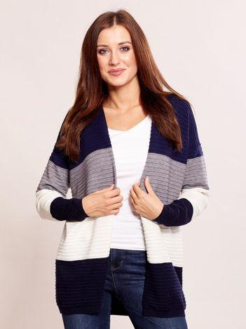 Niebieski sweter w szerokie pasy