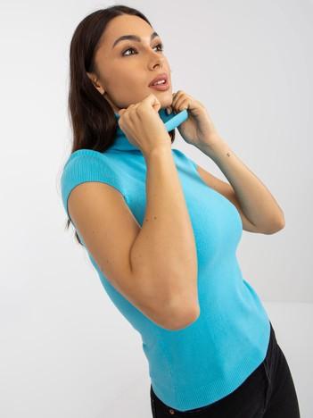 Niebieski sweter z golfem i krótkim rękawem