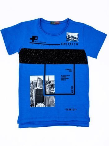 Niebieski t-shirt dla chłopca z miejskim nadrukiem