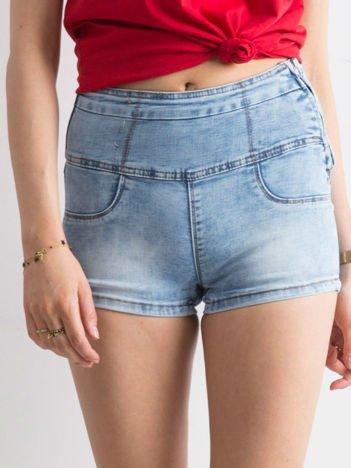 Niebieskie jeansowe szorty high waist