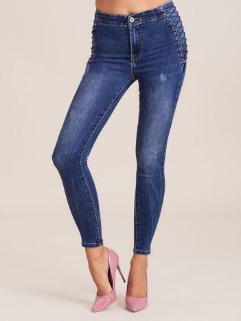 Niebieskie jeansy high waist ze sznurowaniem