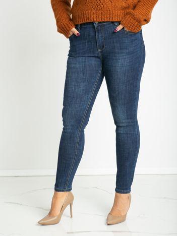 Niebieskie jeansy plus size Famous
