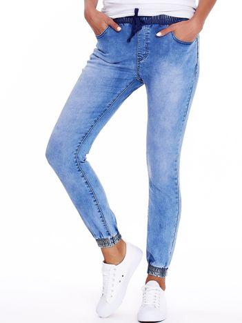 Niebieskie jeansy ze ściągaczami