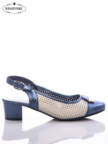 Niebieskie sandały Daszyński z metaliczną poświatą, na niskim klocku z ażurową cholewką
