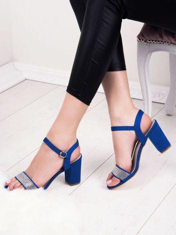 Niebieskie sandały SABATINA z biżuteryjnym paskiem na przodzie