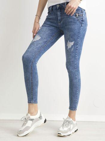 Niebieskie spodnie ankle jeans