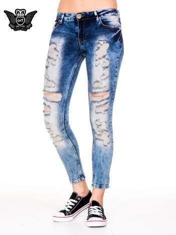 Niebieskie spodnie boyfriend jeans z przetarciam