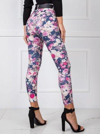 Niebieskie spodnie high waist w kwiaty