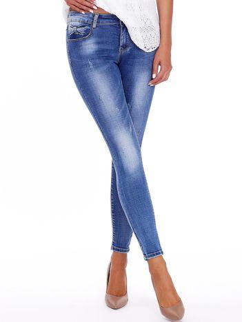 Niebieskie spodnie jeansowe z ozdobnymi kokardkami