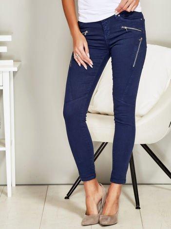 Niebieskie spodnie rurki z suwakami