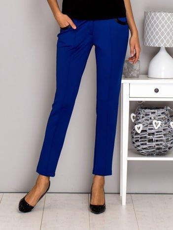 Niebieskie spodnie w kant ze skórzanymi wstawkami