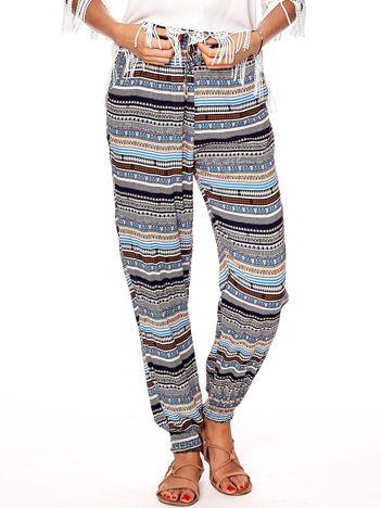Niebieskie wzorzyste spodnie ze ściągaczami