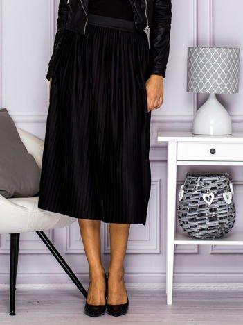 Plisowana spódnica na gumkę czarna