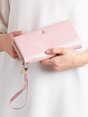 Podłużny portfel z odpinanym uchwytem różowy