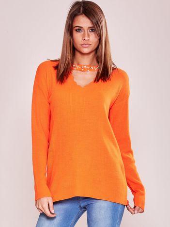 Pomarańczowy sweter z chokerem