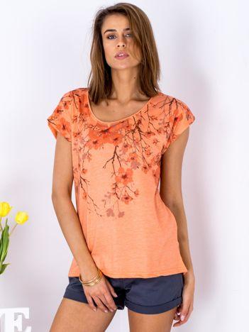 Pomarańczowy t-shirt z motywem kwiatu wiśni