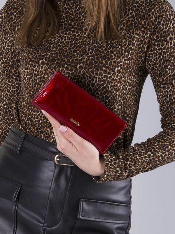 Poziomy lakierowany portfel czerwony