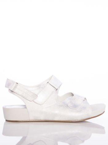 Profilowane srebrne sandały Sabatina z regulowanymi paskami
