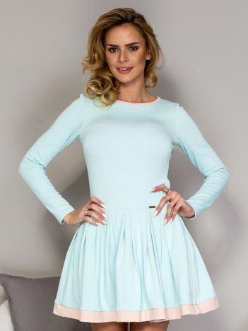Rozkloszowana sukienka damska niebieska