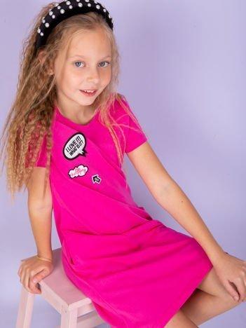 Różowa bawełniana sukienka dla dziewczynki z naszywkami