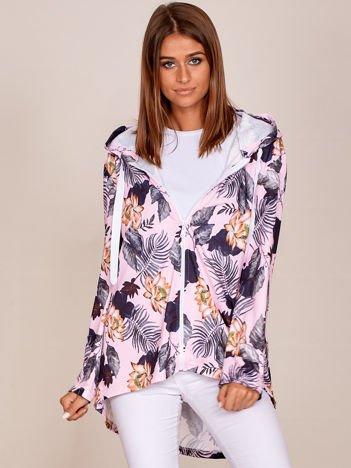 Różowa bluza w kwiaty z dłuższym tyłem i kapturem
