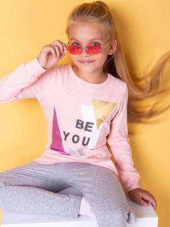 Różowa bluzka dla dziewczynki z geometrycznym nadrukiem i cekinami