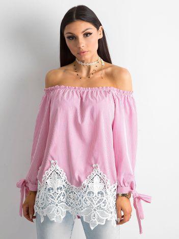 Różowa bluzka hiszpanka w paski