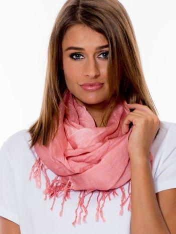 Różowa chusta ombre z błyszczącą nitką